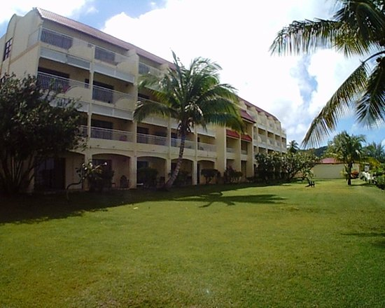 Radisson Grenada Beach Resort : view of ocean front rooms looking toward south end