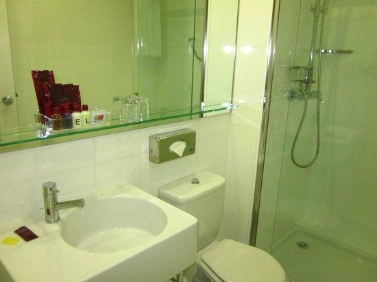 Axel Hotel Barcelona & Urban Spa: Bathroom