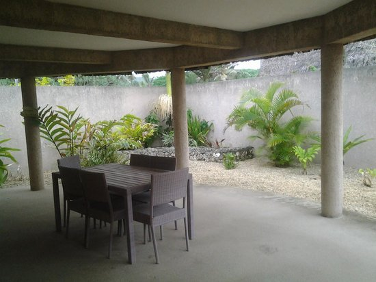 Surfside Vanuatu : our rear or garden courtyard on the opposite side of the villa