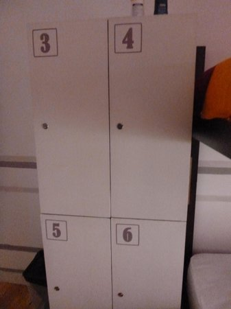 Stay Inn Lisbon Hostel: A spacious locker for a safe stay of your valuables