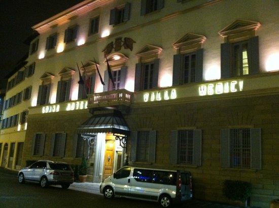 Sina Villa Medici: Facade
