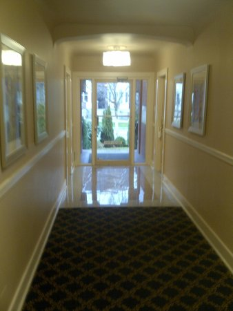 Helm's Inn: Impeccable hallways
