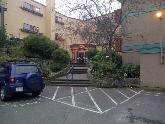 Helm's Inn: Lobby rear entrance as seen from parking area