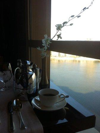 Fairmont Nile City : Breakfast over the Nile!