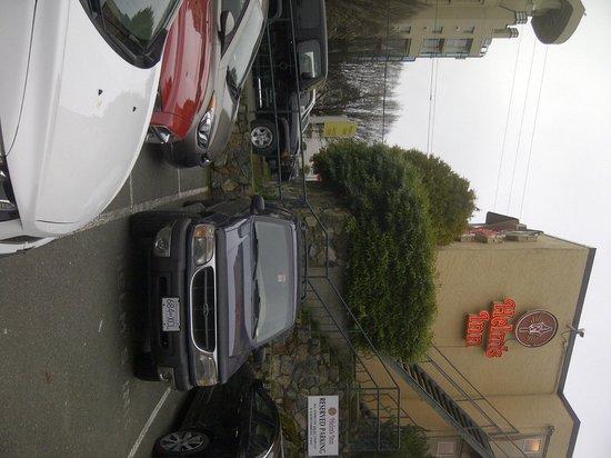 Helm's Inn: Parking area