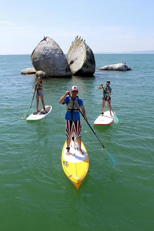 Abel Tasman Paddleboarding: Split Apple Rock Tour