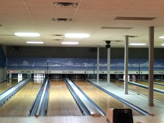 Villa Roma Resort and Conference Center : Bowling Alley (8 lanes)