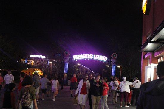 Disney Springs: Pleasure Island