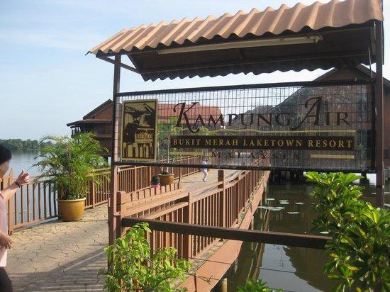Bukit Merah Laketown Resort: Hotel entrance- Kampung Air Water Chalet