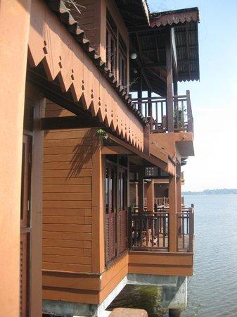 Bukit Merah Laketown Resort: View from balcony- Kg Air