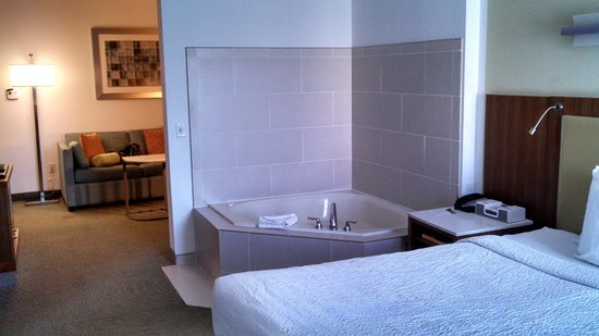 SpringHill Suites Savannah Downtown/Historic District : King with whirlpool tub