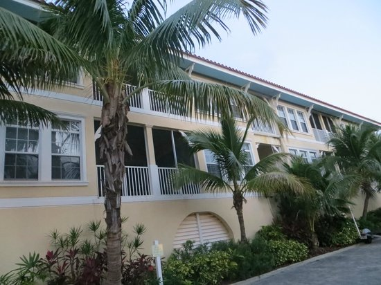 Tortuga Beach Resort: View of Tortuga Gardens building