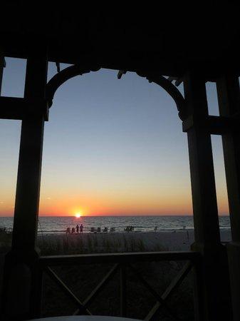 Tortuga Beach Resort : Sunset from the gazebo