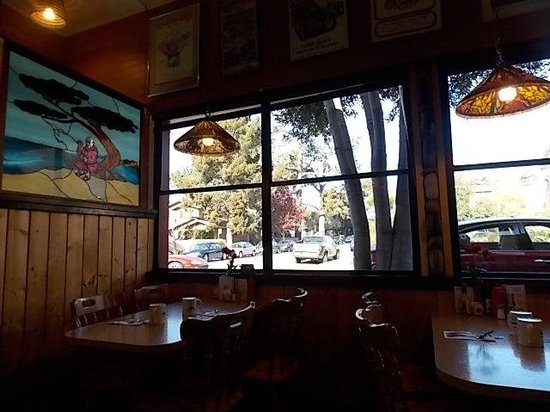 Friar Tuck's Restaurant: corner area with glass tile picture