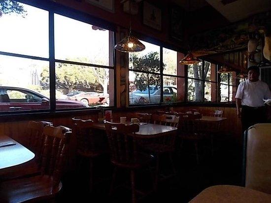 Friar Tuck's Restaurant: windows on fifth st
