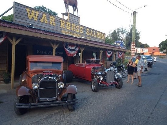 Warhorse Saloon Restaurant &Bar: Hot rod heaven