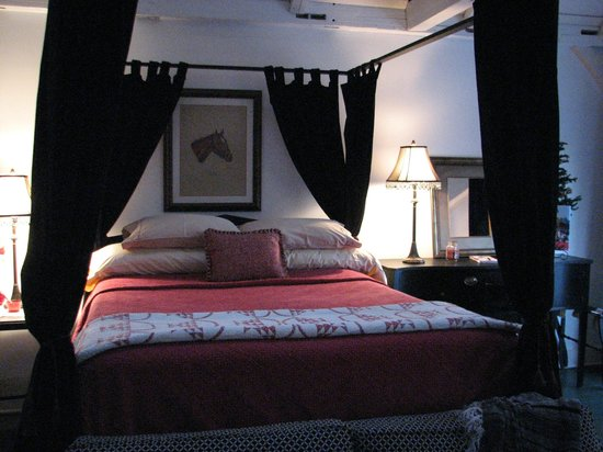 Scottwood Bed and Breakfast : Our very comfy bed