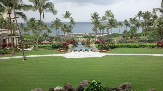 The Kapalua Villas, Maui : view to the pool and the beach