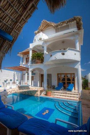 Quinta Lili pool area