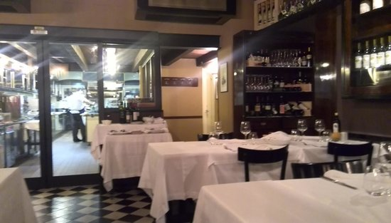 Trattoria I Masenini : ガラス越しにキッチンが見えます