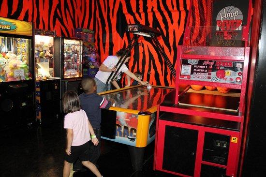 Jungle Zone: Arcade / Game Room
