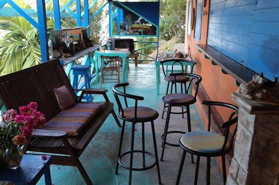 3 Martini Beach Bar Restaurant and Apartments : Bar area
