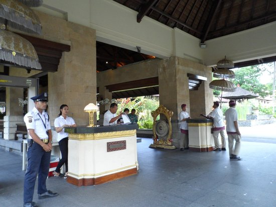 INTERCONTINENTAL Bali Resort : The Entrance