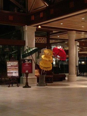 Loews Royal Pacific Resort at Universal Orlando: Love the decorations around the hotel