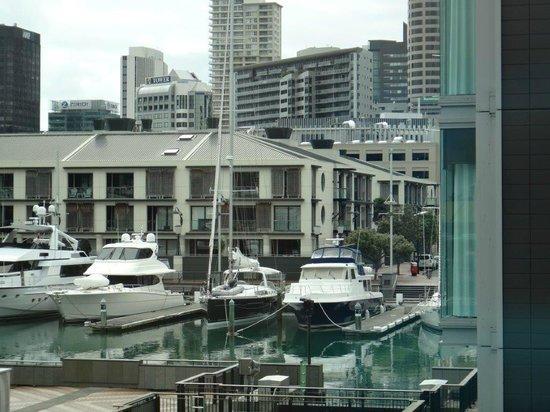 Sofitel Auckland Viaduct Harbour: vue sur la marina