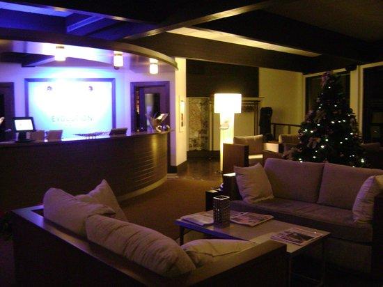 Esterel Resort: front desk reception area