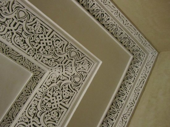 Riad Princesse du Desert: Moldings in our room