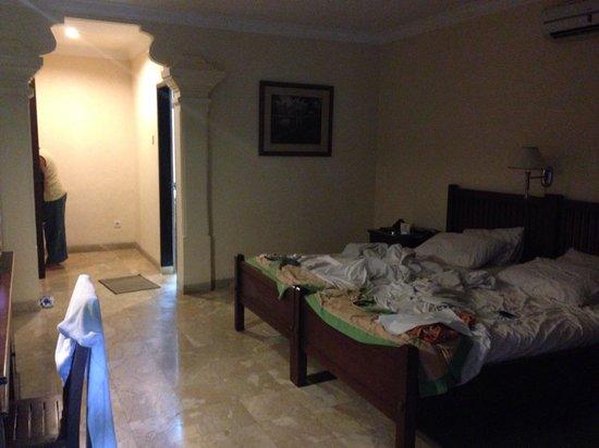 Hotel Puri Bambu : La chambre standard en plein jour