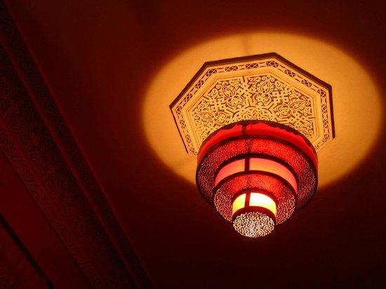 Riad Princesse du Desert : Lighting in room