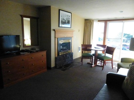 The Wayside Inn: Gas fireplace, small table with plenty of seating