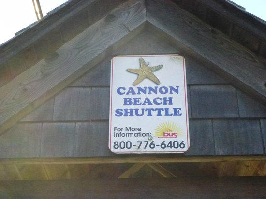 The Wayside Inn: Take the shuttle into downtown Cannon Beach!