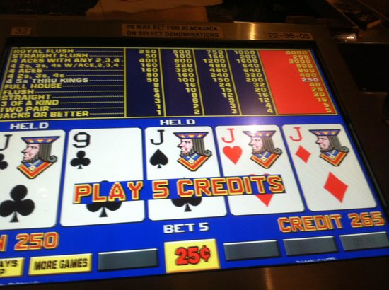 Planet Hollywood Resort & Casino: Video poker bars!