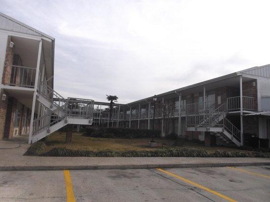 Plantation Inn: Espace cour intérieure et stationnement trop isolé - 20 janvier 2014.