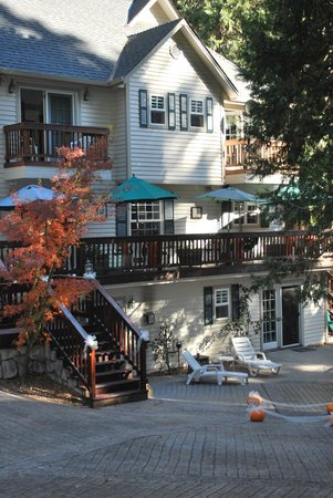 McCaffrey House Bed and Breakfast Inn: Goregeous setting for a fall wedding.