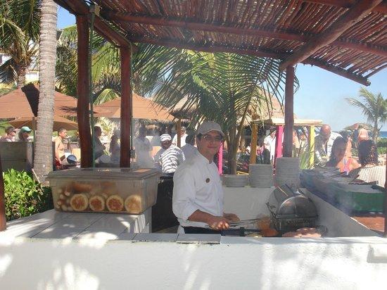 Fiesta Americana Condesa Cancun All Inclusive : un des casse-croutes et gillade