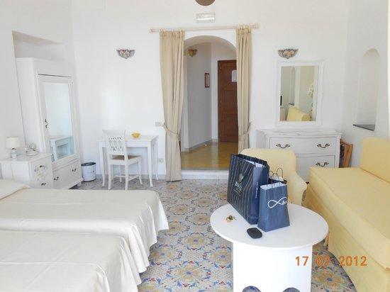 Villa Rosa : Inside our room