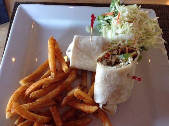 Paragon Grill : Steak Wrap, great fries and good slaw