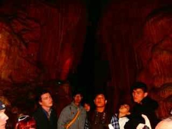 Mole Creek Caves: Visitors in the cave