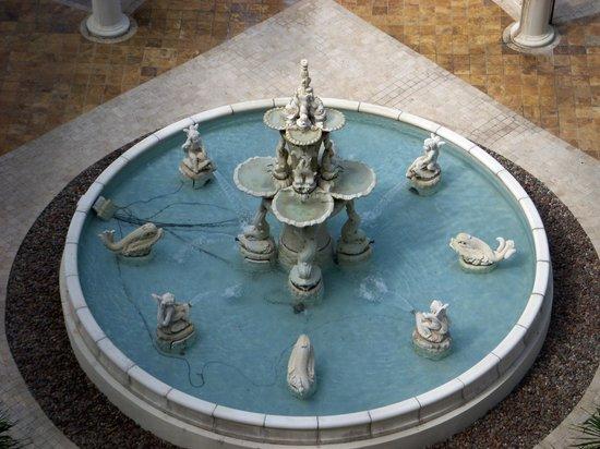 Sandals Grande Antigua Resort & Spa: Fountain