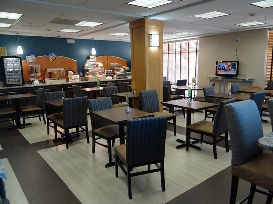 Holiday Inn Express Hotel & Suites San Antonio Rivercenter Area: breakfast area