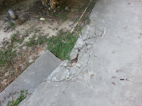 Ban Raya Resort & Spa : Many roads broken