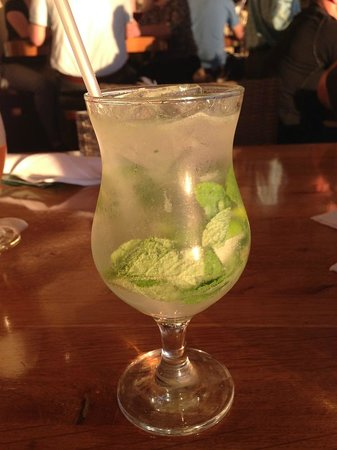 Surf & Sand Resort: A mohito at the bar
