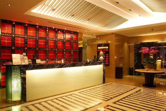 Grand Forward Hotel: Lobby