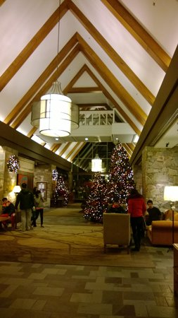 Fairmont Chateau Whistler Resort: Lobby
