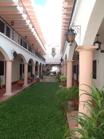 Hotel Zaci: Lovely courtyard