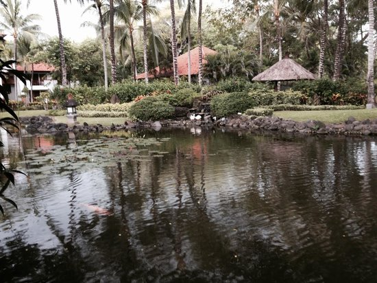 Grand Hyatt Bali: Club pond (smoking area)